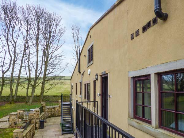 WOODLANDS, pet-friendly, off road parking, communal gardens, in Haworth, Ref 16731 - Image 1 - Haworth - rentals