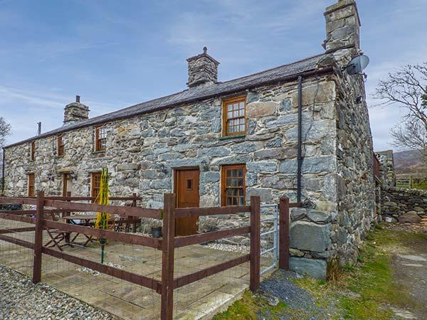 CWM YR AFON COTTAGE, pet-friendly, character cottage, with woodburner and WiFi in Llanbedr, Ref 4166 - Image 1 - Llanbedr - rentals