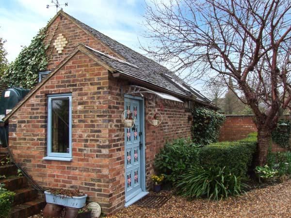 THE HOP BARN, pet friendly, character holiday cottage, with open fire in Cleobury Mortimer, Ref 747 - Image 1 - Cleobury Mortimer - rentals