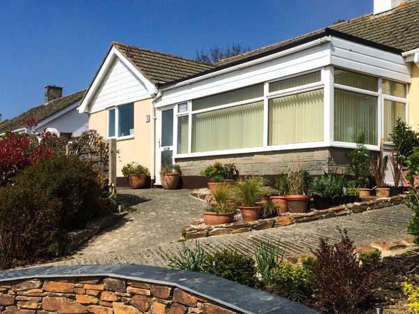 HARLYN, enclosed garden, dog-friendly, ground floor cottage near Mevagissey, Ref. 904241 - Image 1 - Mevagissey - rentals