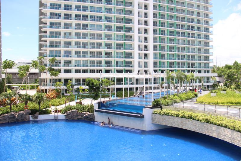 View of the man-made beach and lap pool - A Tropical Paradise...right in your backyard - Paranaque - rentals