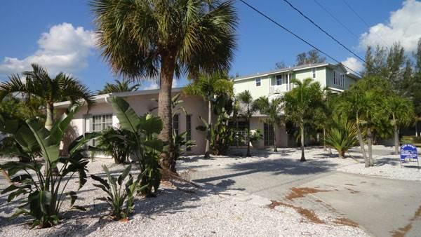 Anna Cabana Bungalow #4 - Image 1 - Holmes Beach - rentals