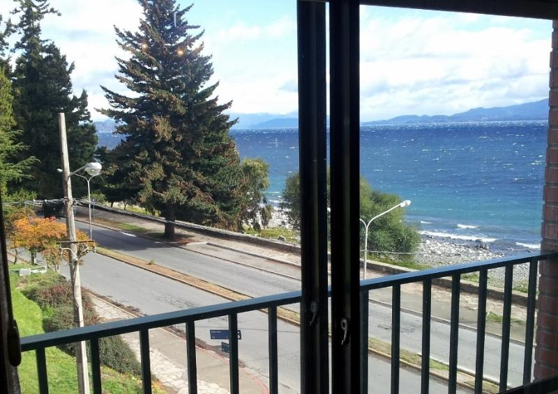 DOWN TOWN LAKEFRONT APARTMENT WITH PANORAMIC VIEWS - Image 1 - San Carlos de Bariloche - rentals