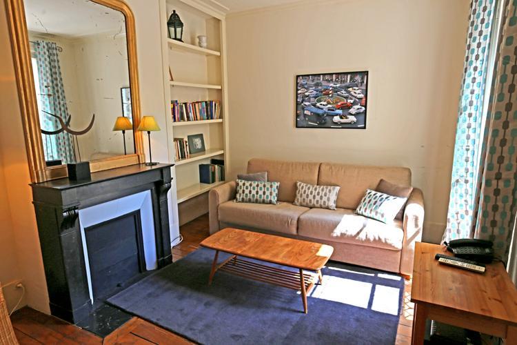 Comfortable 1 Bedroom at Rue des Martyrs in Paris - Image 1 - Paris - rentals
