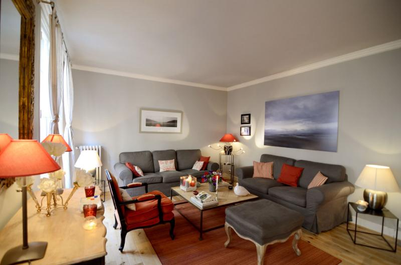 Main living room - Vacation 1 Bedroom Apartment in the Heart of Paris - Paris - rentals