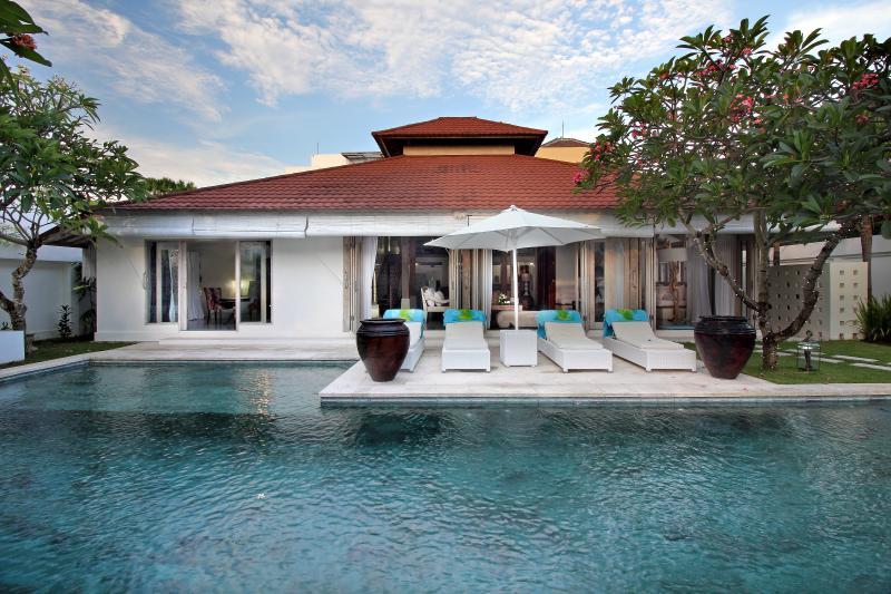 Villa exterior - Luxury Villa, central & minutes to Seminyak Beach - Seminyak - rentals