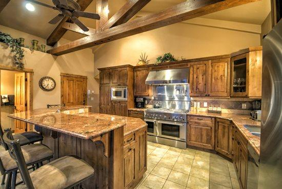 Amazing kitchen With Stainless Steel Appliances, Island, Granite Counter tops - Golden Eagle Chalet - Steamboat Springs - rentals