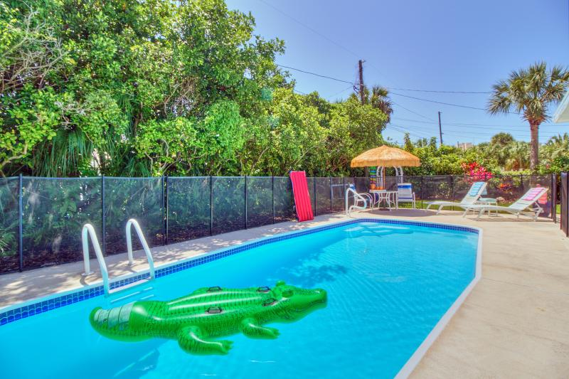Heated Pool - Tropical Beach Pool House - 20 Seconds To Sand! - Clearwater - rentals