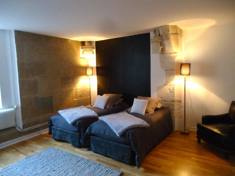 The second bedroom a spacious KING or twin suite bedroom - A CHIC 2/3 bedroom 2 bathroom, amazing  balcony - Dijon - rentals