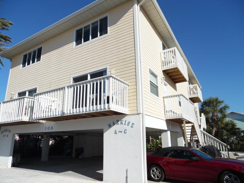 Condo steps to the Beach in Bradenton Beach, FL - Image 1 - Bradenton Beach - rentals