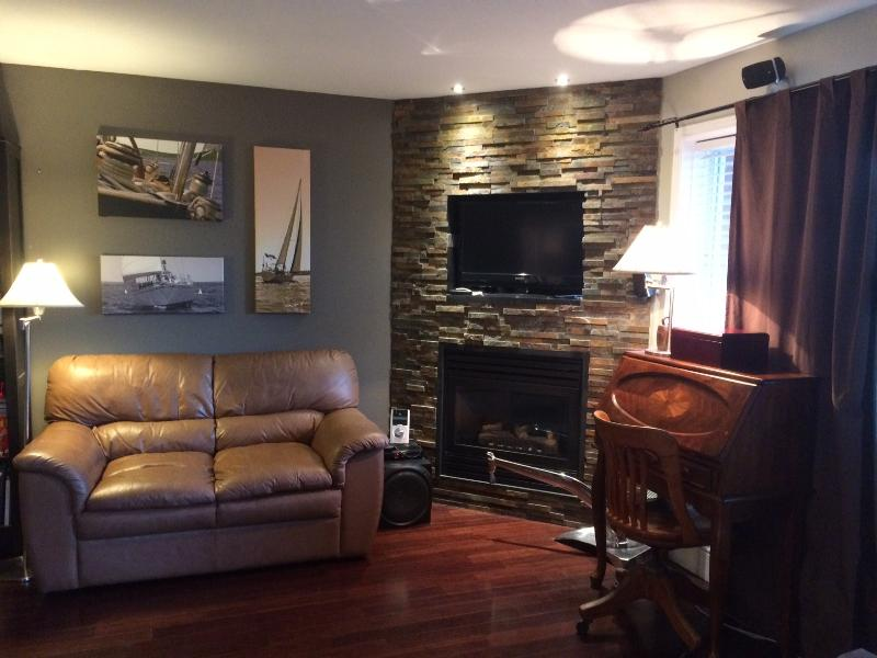 1 bedroom modern condo 10 min to downtown Ottawa - Image 1 - Gatineau - rentals