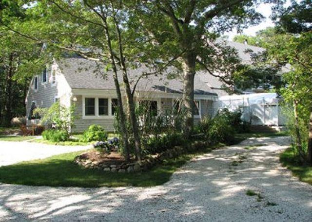 CHARMING CONDO WITH BEAUTIFUL CATHEDRAL CEILINGS - Image 1 - Vineyard Haven - rentals