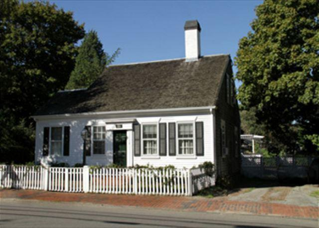 BEAUTIFUL IN-TOWN EDGARTOWN HOME - Image 1 - Edgartown - rentals