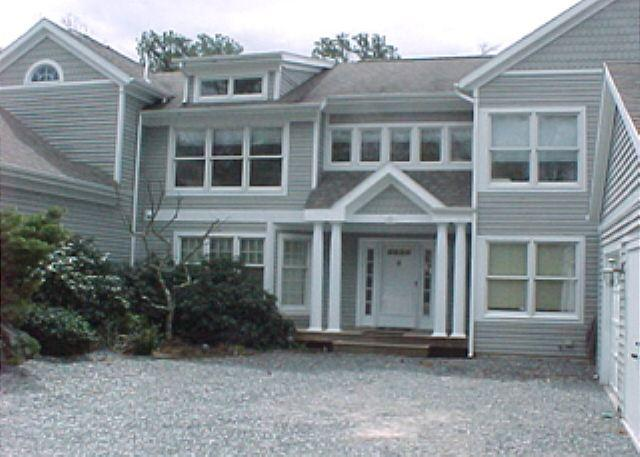 SPACIOUS TOWNHOUSE WITH EXPANSIVE DECK, AIR CONDITIONING AND ACCESS TO ASSOCI - Image 1 - Vineyard Haven - rentals