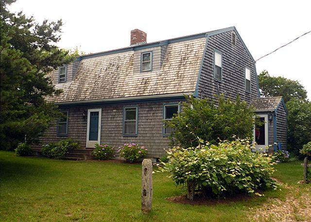 LOVELY KATAMA HOME LOCATED CLOSE TO BIKE PATH AND SOUTH BEACH - Image 1 - Edgartown - rentals