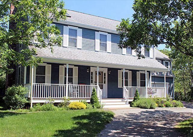 BEAUTIFUL EDGARTOWN COLONIAL WITH POOL - Image 1 - Edgartown - rentals