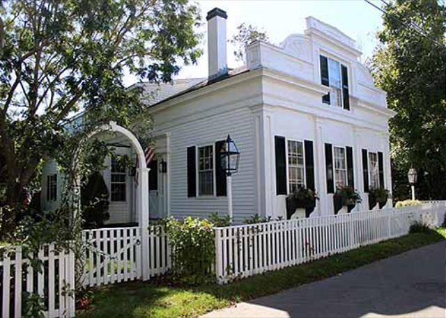 Beautiful 5 Bedroom House in-town Edgartown - Image 1 - Edgartown - rentals