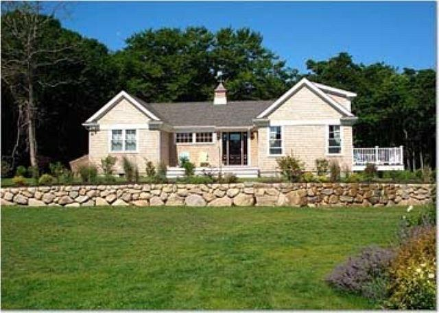 GUEST HOUSE WITH STATE OF THE ART KITCHEN & NICE WATERVIEWS. - Image 1 - Aquinnah - rentals