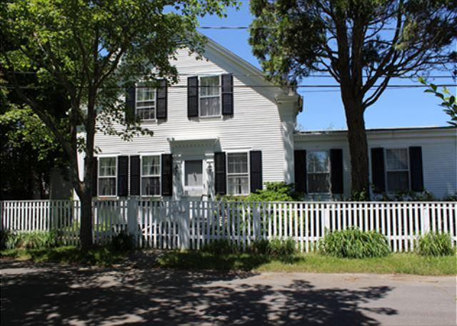CLASSIC, WELL MAINTAINED IN-TOWN EDGARTOWN HOME - Image 1 - Edgartown - rentals