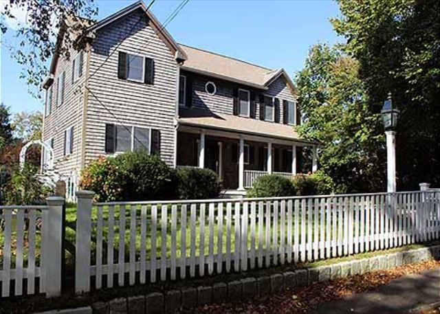 Beautiful In-town Edgartown Home with Central Air Conditioning - Image 1 - Edgartown - rentals