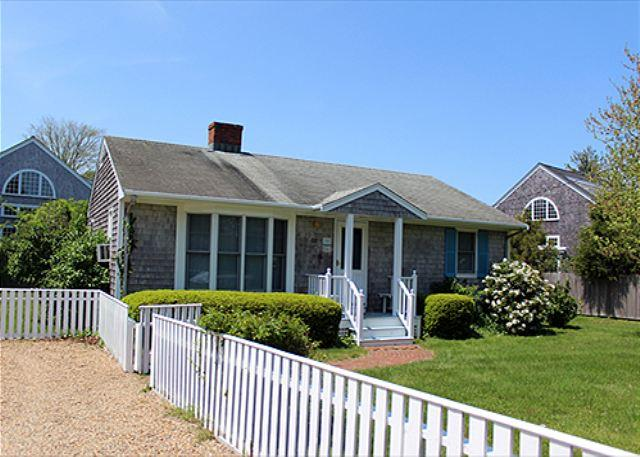 DOWNTOWN EDGARTOWN RETREAT WITH GREAT YARD AND BACK PATIO - Image 1 - Hopa - rentals