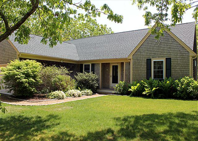 Beautifully Landscaped Edgartown Home with Central Air Conditioning - Image 1 - Edgartown - rentals