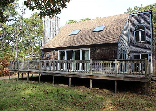 LOVELY HOME LOCATED IN MEADOWVIEW FARMS CLOSE TO GOLF, BIKE PATH AND BEACH - Image 1 - Oak Bluffs - rentals