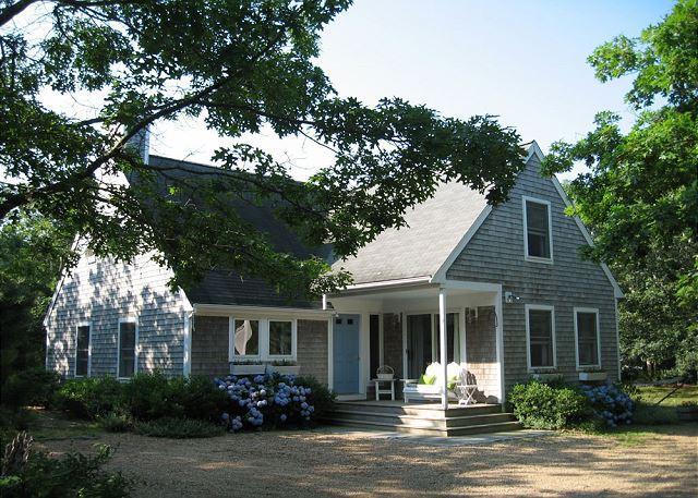 LIGHT-FILLED CONTEMPORARY CAPE CLOSE TO THE BIKE PATH - Image 1 - Edgartown - rentals