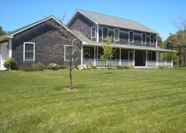 LOVELY KATAMA FARMHOUSE/COLONIAL LOCATED CLOSE TO SOUTH BEACH - Image 1 - Edgartown - rentals