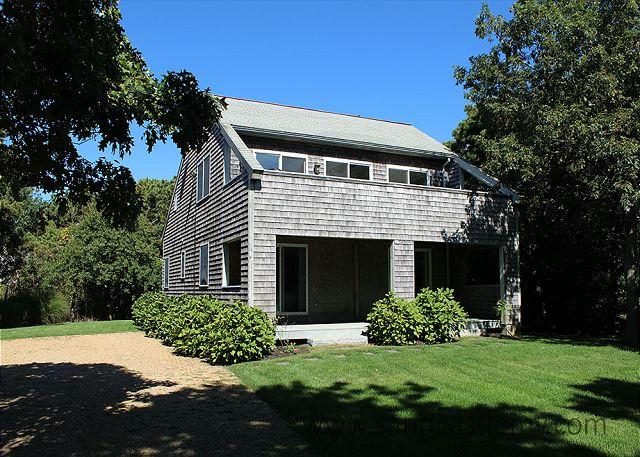CONTEMPORARY KATAMA HOME ONE MILE FROM BEACH - Image 1 - Edgartown - rentals