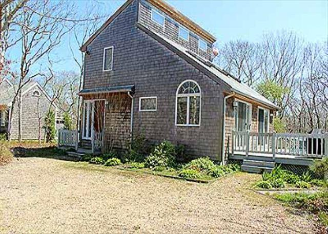 CHEERFUL CONTEMPORARY HAS MUCH TO OFFER AS A VINEYARD GET-AWAY - Image 1 - Edgartown - rentals