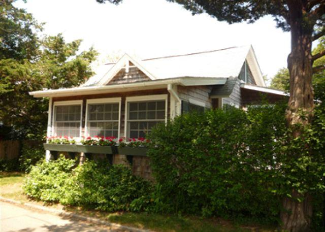 CHARMING IN-TOWN COTTAGE WITH LOVELY PATIO - Image 1 - Edgartown - rentals