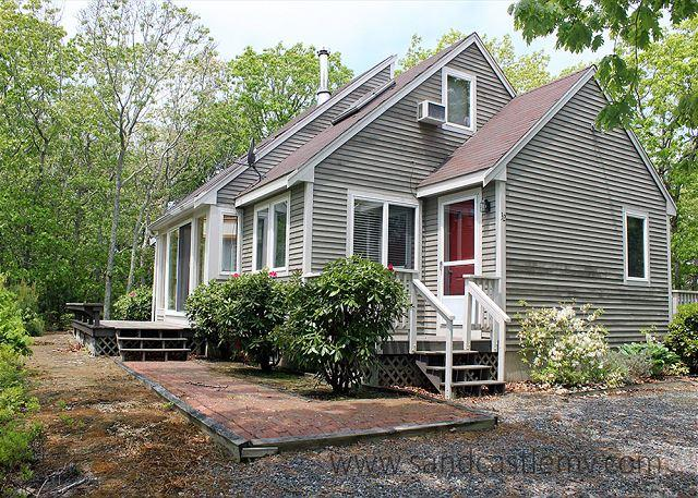 CHARMING CAPE WITH ASSOCIATION TENNIS - Image 1 - Edgartown - rentals