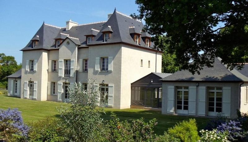 Stunning country house in Brittany with 8 bedrooms, modern appliances and private garden - Image 1 - Saint-Malo - rentals