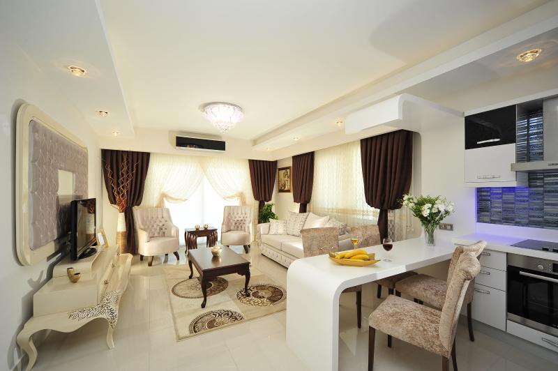 2-Bedroom Deluxe Apartment, Alanya - Image 1 - Alanya - rentals
