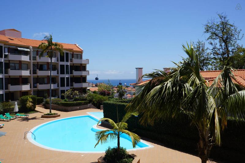 Cl;ose to City Centre Quiet Exclusive Residential zone - POOL City Centre Large 3 bedrms! Sleeps 6 Parking - Funchal - rentals