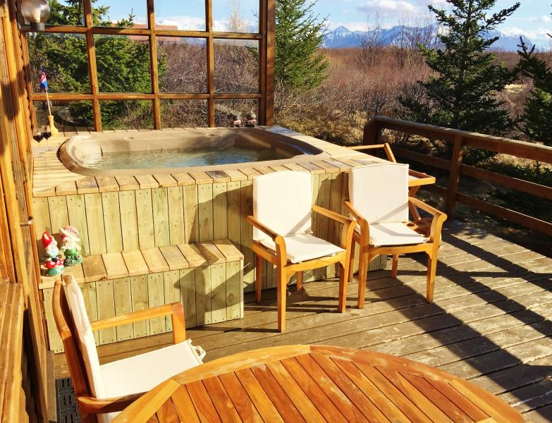 Nice large Hot Tub for 7 people with Jet and cozy Lighting and view to the south - Peaceful location, Beautiful and Cosy Cottage - Borgarnes - rentals