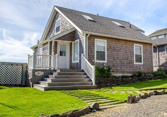 Ocean Song is a charming ocean front home gas fireplace 3 bedroom 2 bath sleeps 10 - 38849 - Image 1 - Cannon Beach - rentals