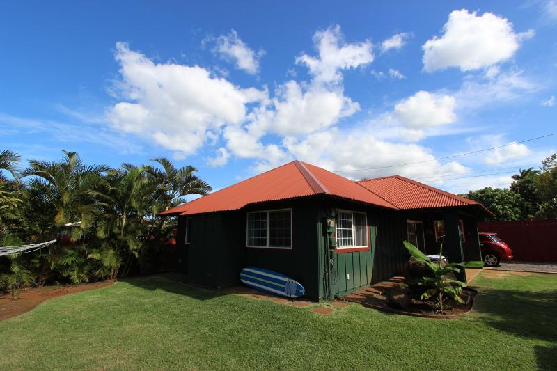 Exterior - 2BR Paia Beachy Cottage-New Remodel-Walk to Beach - Paia - rentals