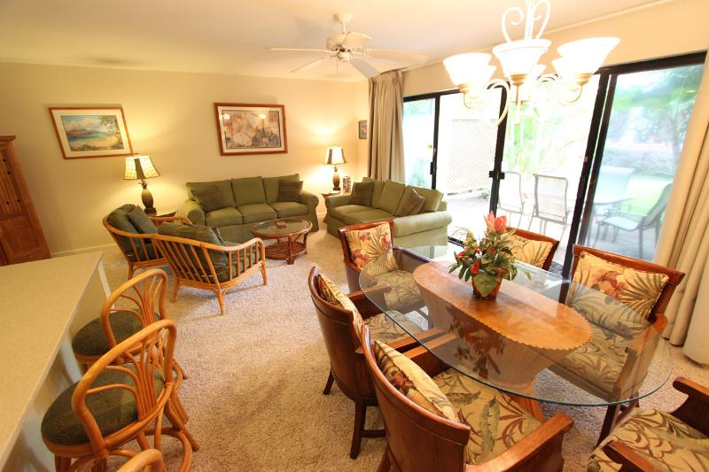 Dining Room- Living Room - 2Br Ultimate Condo Steps from Top Rated Beach - Kihei - rentals