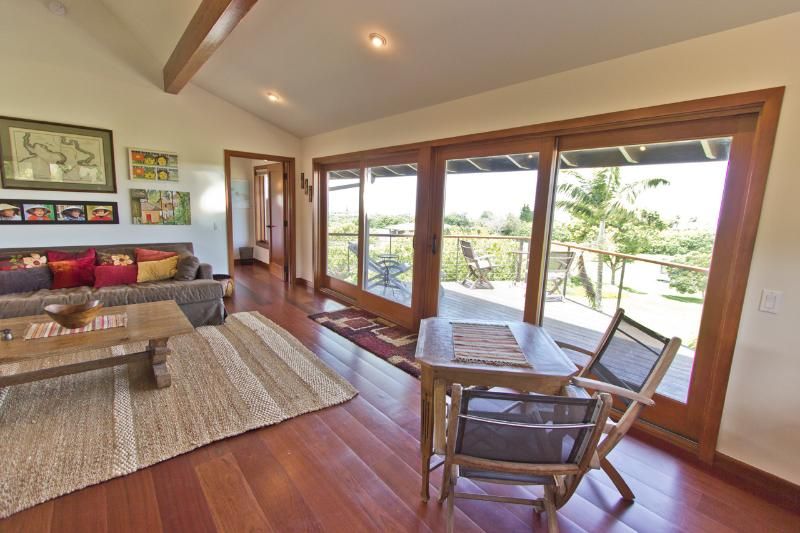 Livingroom - Private; Great Views; Quality, Comfort, Affordable - Haiku - rentals