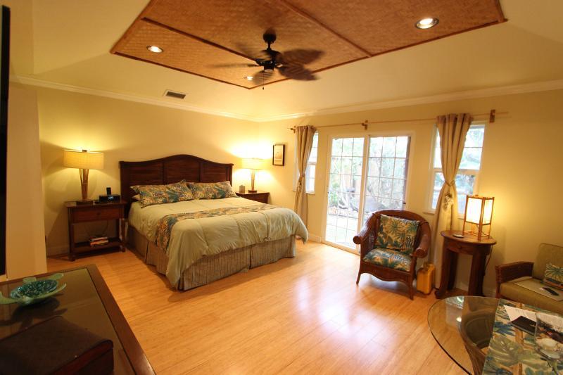 Sprekelsville Studio - Renovated - Cute Studio Apartment; Walk to  Beach! - Paia - rentals
