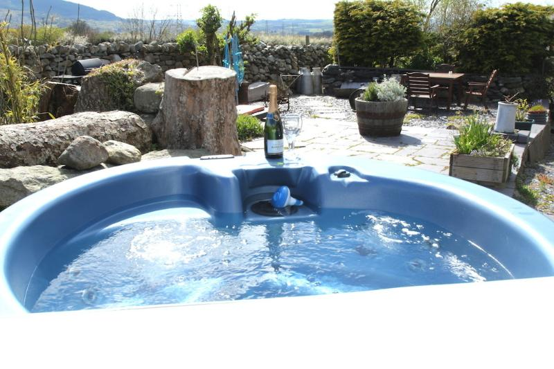 exclusive use of hot tub for Beudy Bach - Beudy Bach cottage with Hot Tub & Solarium - Bangor - rentals
