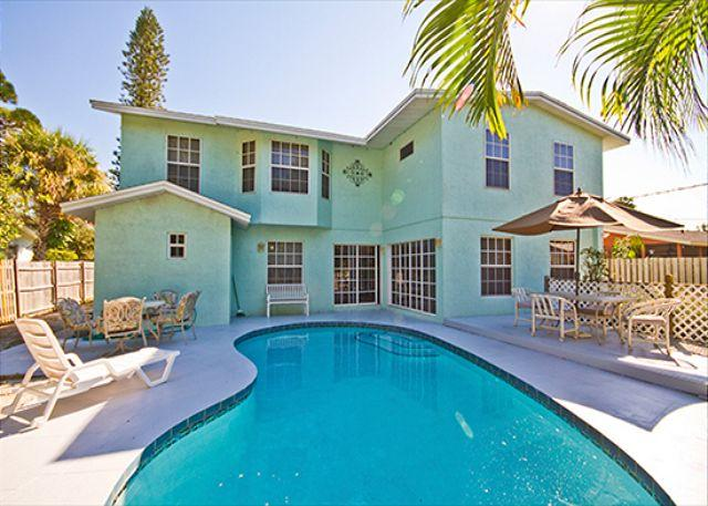 Swim as long as you want in Rialto Mansion's private pool! - Venice Florida Rialto Mansion, 6 Bedrooms, Sleeps 16, HDTV, Heated Pool, Wifi - Venice - rentals