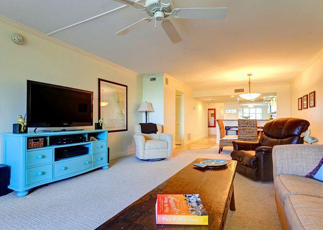 Plan a movie night, every night! - Siesta Key Gulf and Bay Club 305C Building, 3 pools, fitness room, spa, wifi - Siesta Key - rentals
