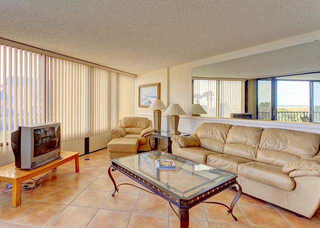 Enjoy the views from our spacious living room! - Captains Quarters 105, 2 elevators, pool, tennis, grill, beach access - Saint Augustine - rentals