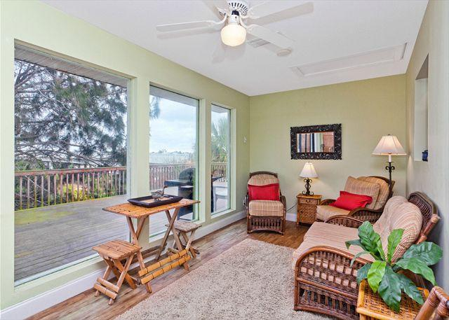 While away a sunny afternoon in our Florida room - Mad Lar Beach House - Steps to the beach - 4 bedrooms, wifi - Saint Augustine - rentals