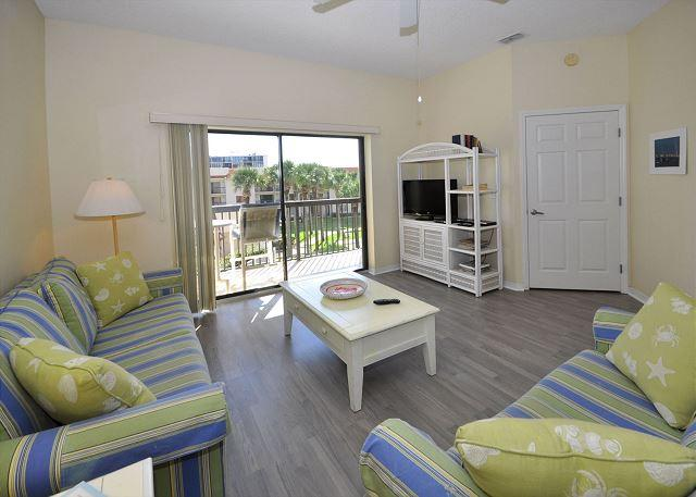 Our bright and airy condo is classic Florida - Ocean Village Club Q35,3rd floor, Elevator, with 2 pools, new floors & HDTVs - Saint Augustine - rentals