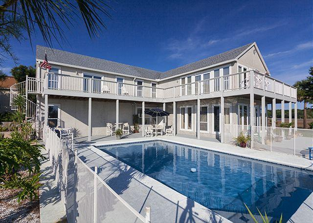 Buccaneer Retreat is big and grand! - Buccaneer Retreat, 6 Bedrooms, Private Pool, Boat Docks, Events, Weddings - Jacksonville Beach - rentals