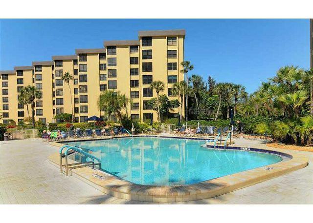 Siesta Key's Gulf & Bay Club has a choice of 3 pools - Gulf and Bay Club 502D Beach Front, 3 Heated Pools, Gym, Spa, Beach - Siesta Key - rentals